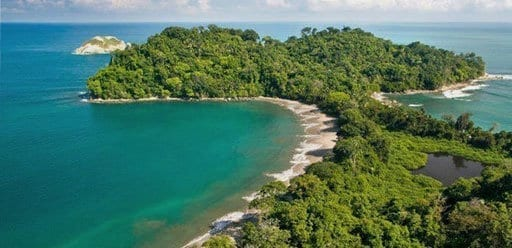 PMGY Volunteer Weekend trips in Costa Rica exploring Manuel Antonio National Park during their Volunteer work in Costa Rica