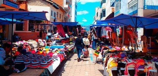 PMGY Volunteer Weekend trips in Ecuador shopping in the colourful local markets of Otavalo during their Volunteer work in Ecuador