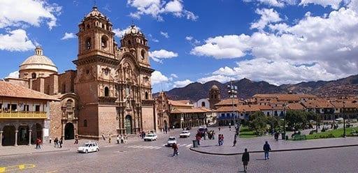 PMGY Volunteer Weekend trips in Peru exploring old Cusco city during their Volunteer work in Peru