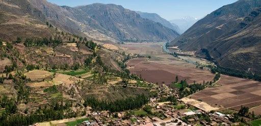 PMGY Volunteer Weekend trips in Peru overlooking the Sacred Valley during their Volunteer work in Peru