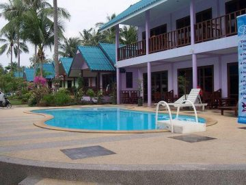 Swimming pool and balconies in the Volunteer abroad accommodation on the PMGY Thailand Intro Experience