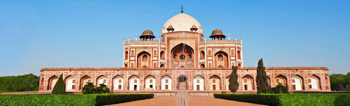 PMGY Volunteer Weekend trips in India visiting the Taj Mahal in Agra during their Volunteer work in India