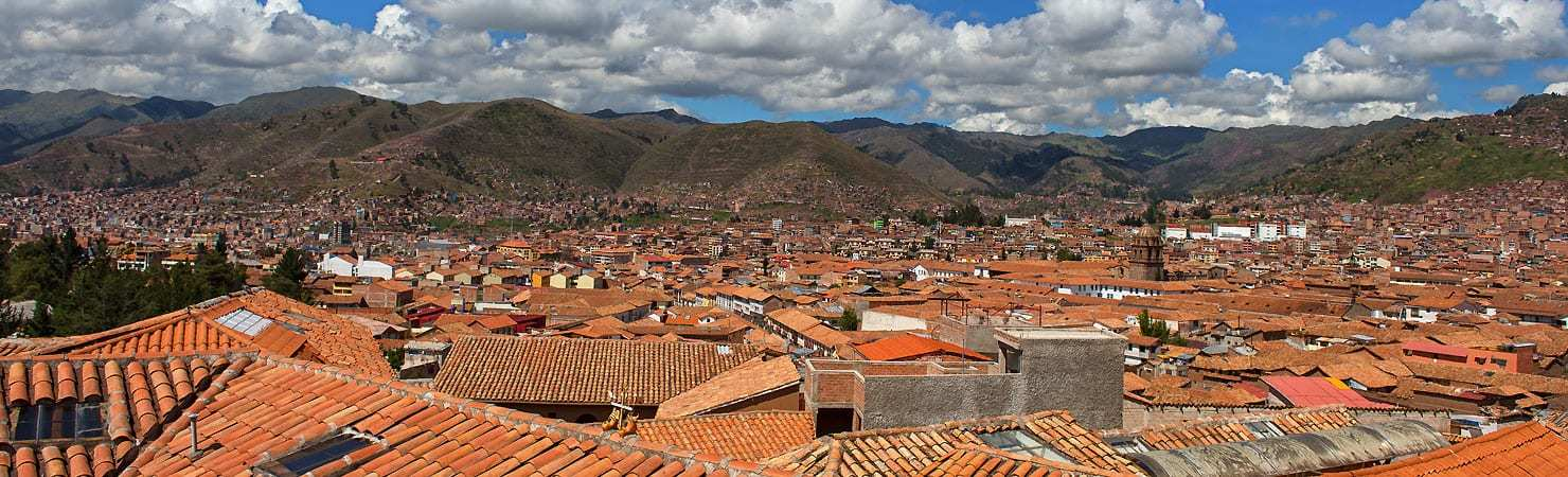 PMGY Volunteer Weekend trips in Peru overlooking the rooftops and hills of Cusco during their Volunteer work in Peru