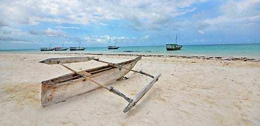PMGY Volunteer Weekend trips in Tanzania relaxing on the paradise island of Zanzibar during their Volunteer work in Tanzania