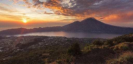 PMGY volunteer in Bali hiking Mount Batur for sunrise during their volunteer weekend trips in Bali