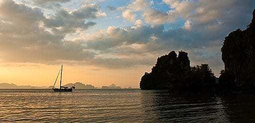 PMGY volunteer in Vietnam watching sunset in Ha Long Bay during their volunteer weekend trips in Vietnam