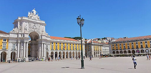 Whilst volunteering in Portugal, volunteer visits the magnificant Praca do Comercio plaza