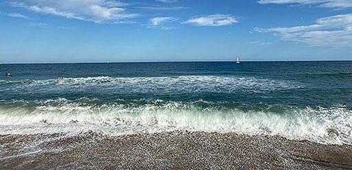 PMGY volunteer heads to Barceloneta beach after finishing volunteer work