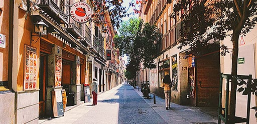 Volunteers enjoying PMGY weekend trip in Spain to the central capital of Madrid