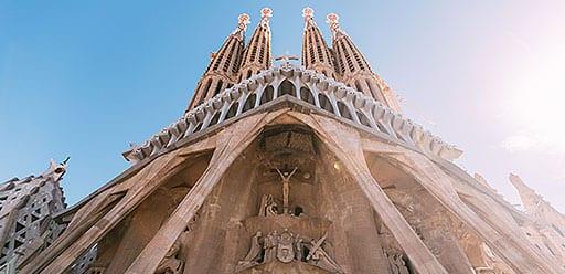 Volunteer taking a break from volunteer work in Spain and visiting Sagrada Familia