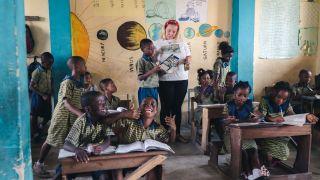 Volunteer in Ghana and inspire the next generation! 🙌 🇬🇭 🙌  #pmgy #pmgyghana #pmgyteaching #volunteerabroad