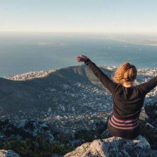 Strike that pose! 🕺💃  📍Table Mountain, South Africa ⛰️🇿🇦  #pmgy #pmgysouthafrica #pmgyweekends #tablemountain #strikeapose
