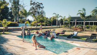 Join us as a wildlife reserve volunteer in South Africa and you too can spend your evenings relaxing by the pool! 🏊👙 ⁠ ⁠ #pmgy #pmgysouthafrica