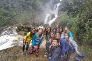 Don't go chasing waterfalls! 🎶⁠ ⁠ Well, it turns out, that's exactly what our volunteers did on this weekend trip! 😆 🤷 🌊⁠ ⁠ #pmgy #pmgyecuador #pmgyweekends #waterfalls