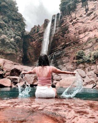 Get out there and chase those waterfalls 💦 🏃🏼  #pmgy #pmgysrilanka #pmgyexperience