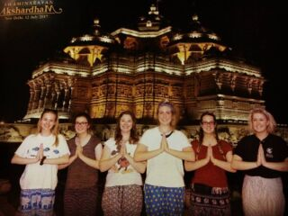 Our #pmgyexperience group loving life at one of Delhi's true masterpieces! Whatever you think you know about India, think again! #incredibleindia #akshardamtemple #delhi #india #travel #pmgy #pmgyindia