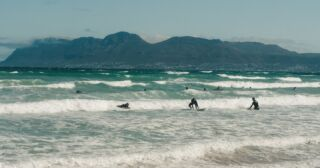 Who's ready to ride those summer Cape Town waves? 🏄🌊🇿🇦  🙋♂️🙋♀️  #pmgy #pmgysouthafrica #pmgyweekends #volunteersouthafrica #capetown
