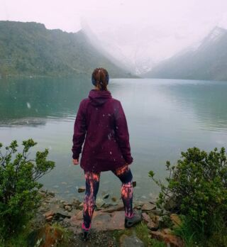 Day 7: Never thought I'd see snow in June❄ • • • • • #peru #travelling #travel #hiking #mountains #snow #lakehumantay #andes #lake #amazing #adventures #14000ft #cold #highaltitude #foggy #ialmostdied #cardio #planmygapyear #pmgy #pmgyperu #fit #fitness #trekking #walking #fitspo #views #stunningviews #stunning #lagunahumantay #trek