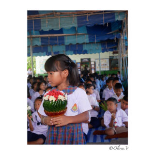 Je pense que je me souviendrais à tout jamais de ce jour. En fait, j'en suis certaine. Ils ne s'en rendent sûrement pas compte, mais ils m'apportent bien plus que je ne pourrais jamais. ✨ #kids #volunteering #volunteer #pmgy #pmgythailand #teacherlife #teach #children #childcare #teacherday #thailand #pathumthani #cute #lifeexperience #unforgettable #bestday #portrait #portraitvision #photography #panasonic #lumixgx80 #2k18