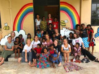 Big thank you to our volunteers at the Girls Orphanage who gave the walls a lick of paint and an injection of colour this week🎨 Look at those happy faces😁👧🏾🌈 Credit to Shannon, Rosie, Rachel, Christina, Issy, Paula and Georgia for their hard work and getting stuck in.  #pmgysrilanka #pmgycommunity #pmgychildcare #pmgyorphanage #pmgy #volunteer #volunteerabroad #travel