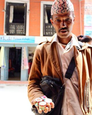 Have you explored the streets and markets of Kathmandu? What did you discover? 🇳🇵 . 📸: @kylaklintworth . #pmgynepal #pmgyteaching #pmgychildcare #pmgyadventures #pmgyexperience #pmgycommunity @planmygapyear . #volunteernepal #pokhara #kathmandu #chitwan #travelgram #tefl #teachabroad #travelblogger #backpackingasia #instatravel #explorenepal #nepalgram