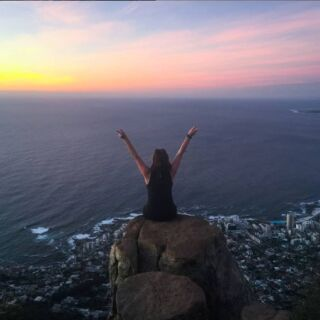 The view is better from the edge of your comfort zone⁣⠀ .⁣⠀ 📍- Lion's Head 🦁, Cape Town 🇿🇦⁣⠀ .⁣⠀ #pmgy #pmgysouthafrica⁣ #lionshead #capetown #comfortzone #sunset⁣⠀