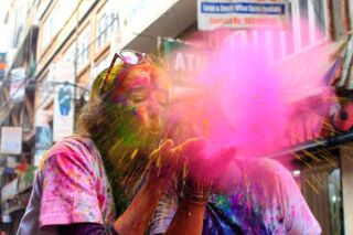 Happy Holi! 🎊💙🎨💚🎉 . Today we've been celebrating the most colourful festival of the year! 🌈 . From a sunrise yoga session to water balloons on the rooftop and paint clouds in Thamel, the volunteers in Kathmandu have fully immersed themselves in the culture today! 🧘🏽‍♀️🎈🎉 . Don't miss out and join us next year for the crazy paint party, dancing in the street and a fun taste of Nepalese culture! 🇳🇵 . 📸: @_beckyabbott . #pmgynepal #pmgyadventures #pmgyexperience #pmgycommunity #pmgyfamily @planmygapyear . #happyholi #colourfestival #durbarsquare #thamel #volunteernepal #pokhara #kathmandu #chitwan #travelgram #tefl #travelblogger #instatravel #explorenepal