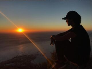 """It is almost impossible to watch a sunset and not dream"" - Bern Williams 💭☀️⁣🇿🇦⁣ .⁣ 📍 - Lion's Head, Cape Town⁣ .⁣ #pmgy #pmgysouthafrica #lionshead #capetown #sunset⁣"