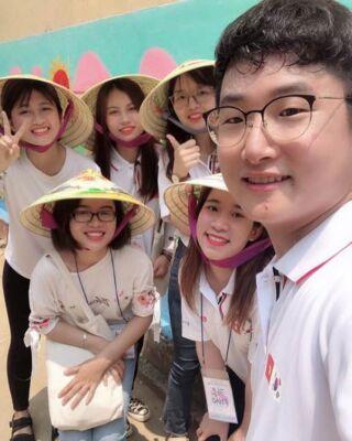 Càng ngày càng thấy tóc ngắn hợp với mình :)). Đội phiên dịch cho đoàn Hàn Quốc, e nào cũng xinh tươi cả cộng thêm anh Hàn Quốc nhẹ nhàng đẹp trai nữa :)) #nghison #thanhhoa #kepco #betterworld #csdsvn
