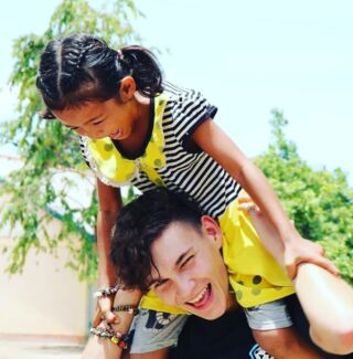 Our volunteer Sven having a blast with one of his students! 🇰🇭 . Sven joined us in Cambodia for four weeks, and exclaimed how the kids never failed to put a smile on his face everyday. 😁 . #pmgy #pmgycambodia #pmgyadventures #pmgyteaching #pmgyfamily #planmygapyear . #teaching #teacher #classroom #games #fun #travel #instatravel #travelgram #passportready #postcardsfromtheworld #cambodia #volunteering #teaching #teacher #loveteaching #cambodiateaching #cambodiavolunteering #volunteering #asia #asiatravelling