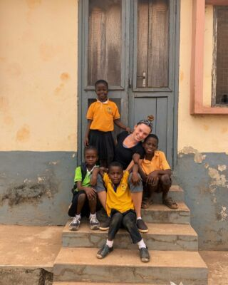 Last night of my two weeks in Ghana before heading to the next stop. I wanted to write a great caption but there honestly aren't enough words to express the range of experiences and emotions. Challenging but worth it. Will miss all these people and many more  #pmgyghana #pmgychildcare #pmgyteaching #pmgy #volunteertravel